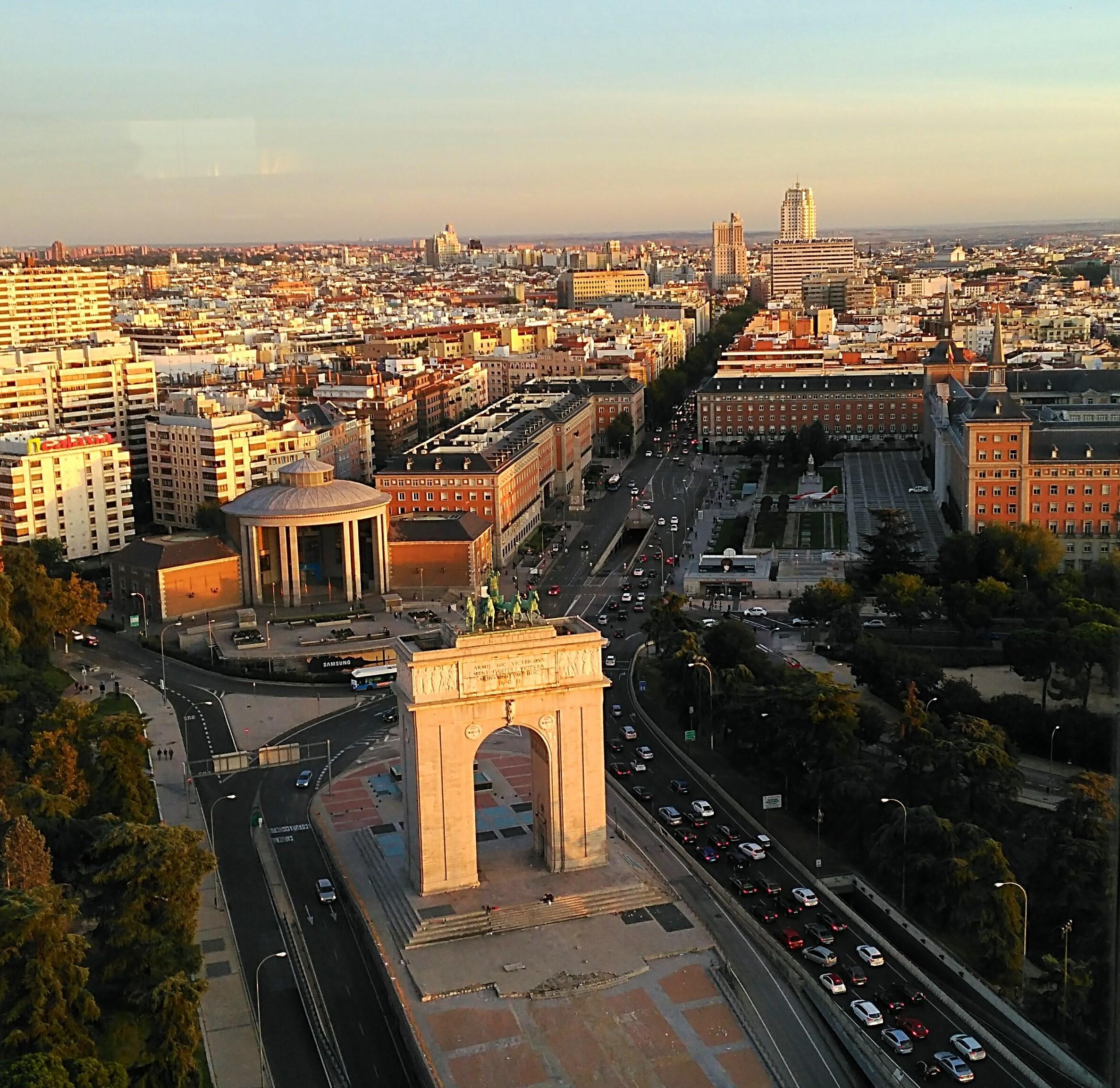 západ slnka v Madride z vyhliadky Faro de Moncloa