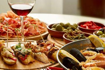 jamón, pintxos, olivy a paella