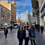 ulica Gran Vía s klientami