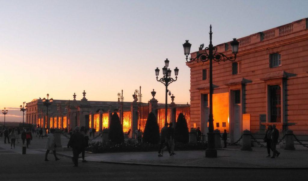 západ slnka pri kráľovskom paláci
