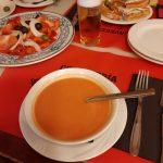 salmorejo, paradajkový šalát s toasty