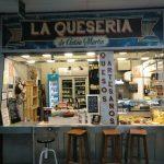 stánok so syrom v tržnici mercado de anton martin