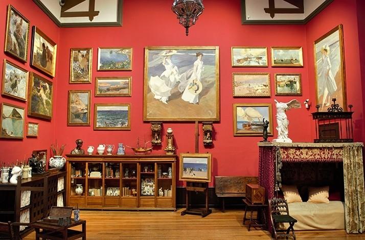 obrazy a nábytok v múzeu Sorolla