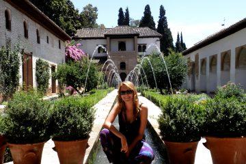 Madridčanka na výlete v Alhambre počas intenzívneho kurzu španielčiny v Malage