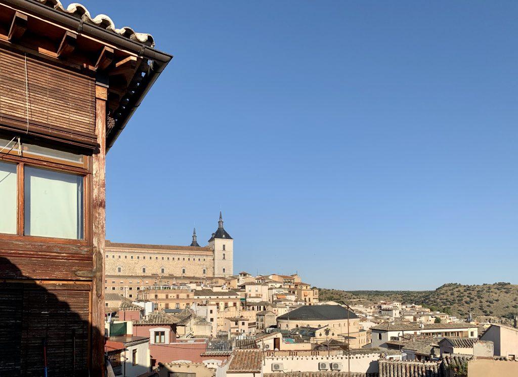 výhľad na Alcazar z okna hotela Toledo Ap