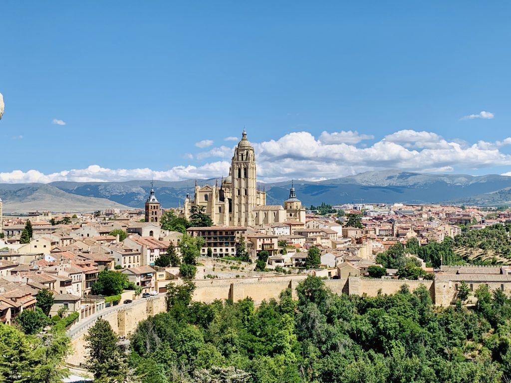 Výhľad z veže Alcazaru na Segoviu