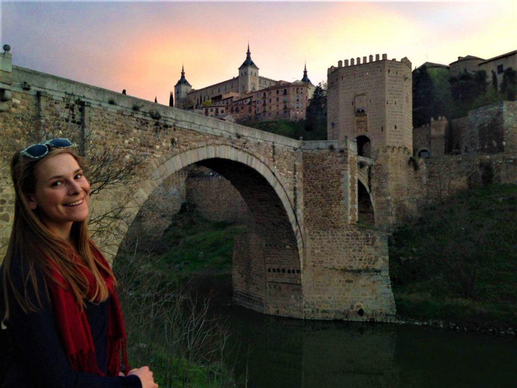 výhľad na pevnosť Alcazar a most Alcantara v Tolede