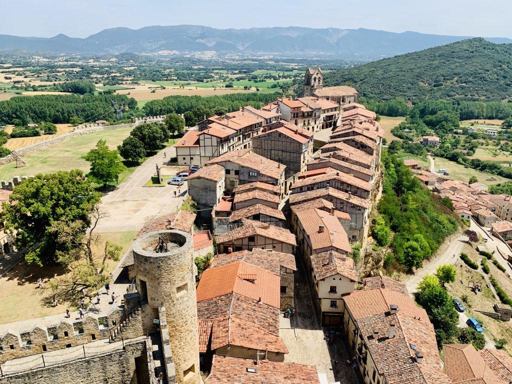 Výhľad z hradu vo Frías, najkrajšej dedinky Španielska