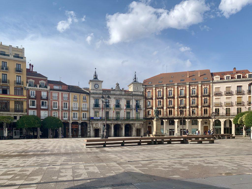 hlavné námestie a radnica v meste Burgos