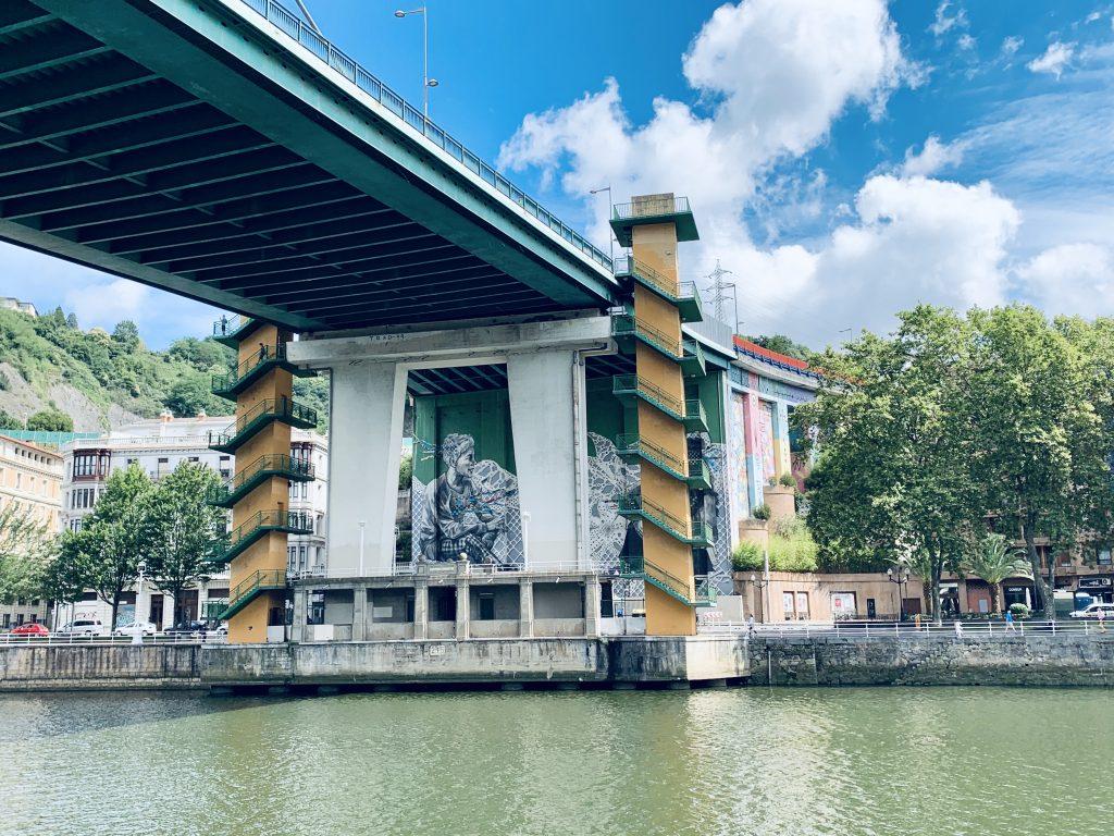 Most pre Guggenheimovým múzeom
