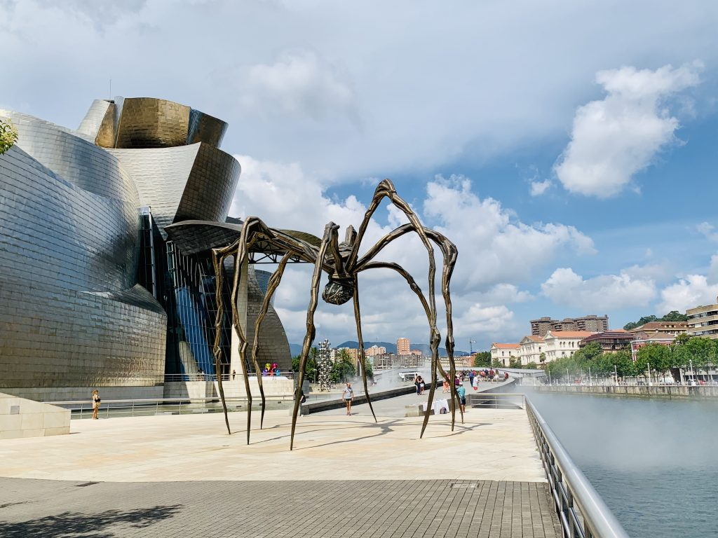 Tarantula pre Guggenheimovým múzeom